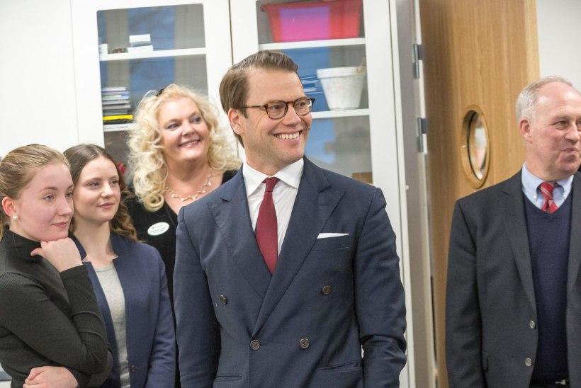 FOTOD | Prints Daniel avas kodukandis uue koolimaja