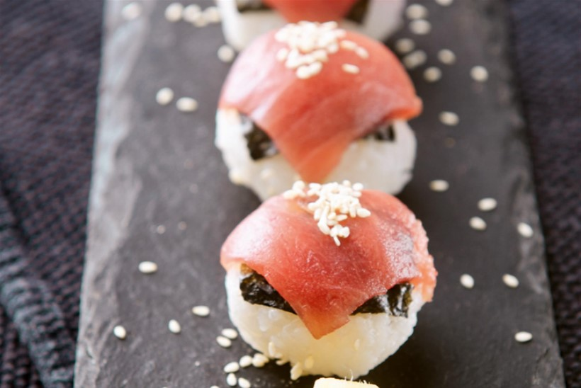 Temari-sushi lõhe ja noriga
