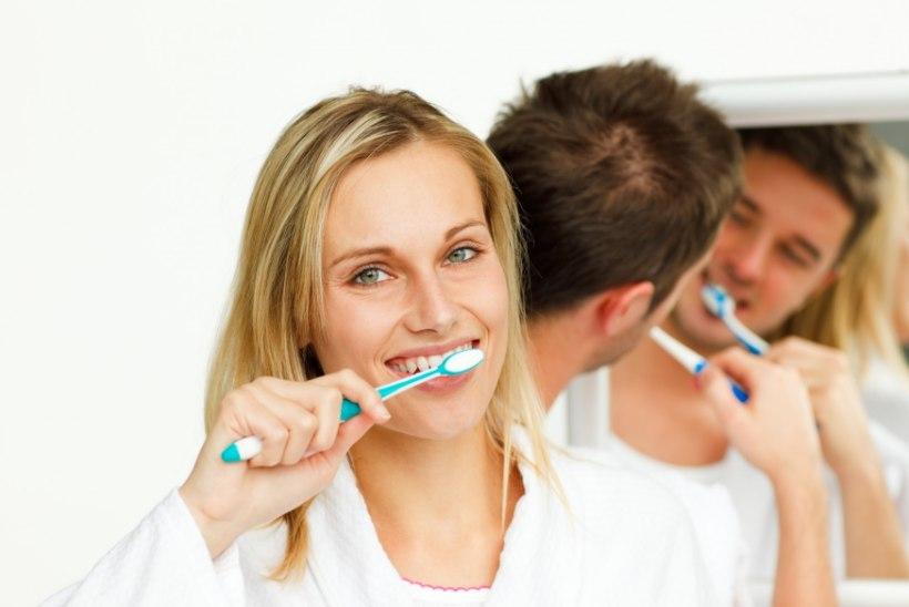 LIHTNE JA TERVISLIK: Valmista hambapasta, mis paneb naeratuse särama