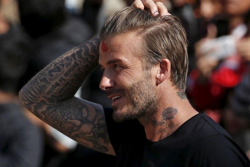 INGEL MAA PEAL! David Beckham tõi viga saanud mehele ning teda abistanud parameedikule teed