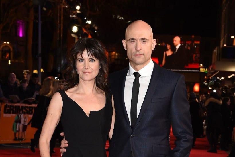PILTUUDIS   Sacha Baron Cohen ilmus oma uue filmi esilinastusele aluspükstes