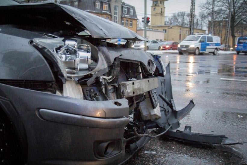 Õnnetusse sattunud politseinik poleks tohtinud alarmsõitu teha