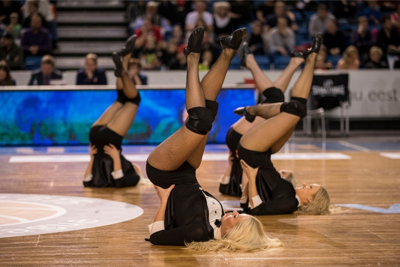 GALERII | Eesti naine on maailma kauneim! Kalev/Cramo tantsutüdrukud teevad päeva helgeks!