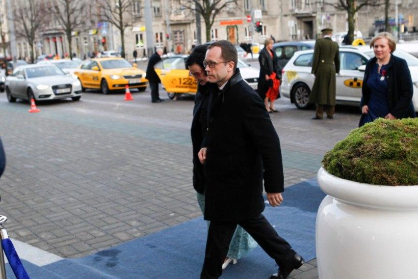 GALERII | Vaata, kes kellega saabus presidendi vastuvõtule Estoniasse