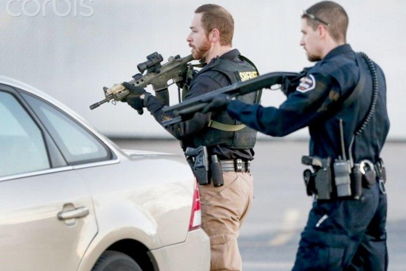 FOTOD | Kansase tehaseses hukkus tulistamises neli inimest, on ka haavatuid