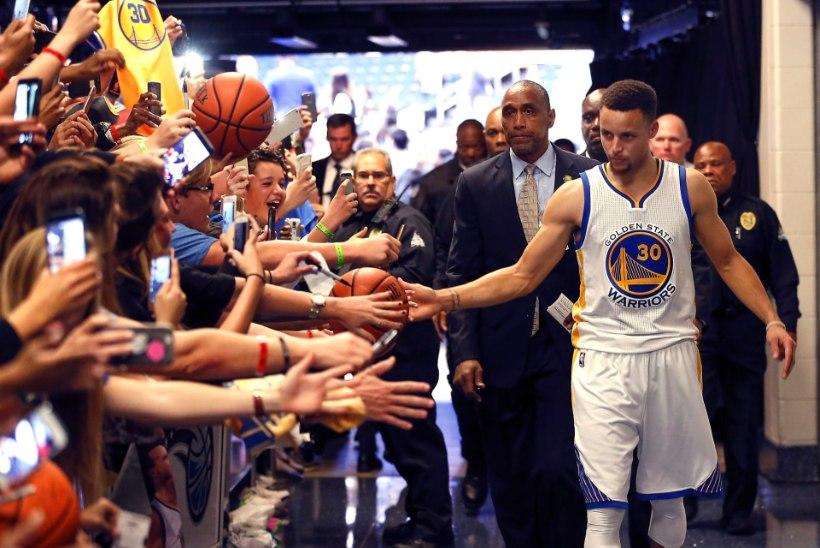 Stephen Curry püstitas NBAs järjekordse kolmesterekordi