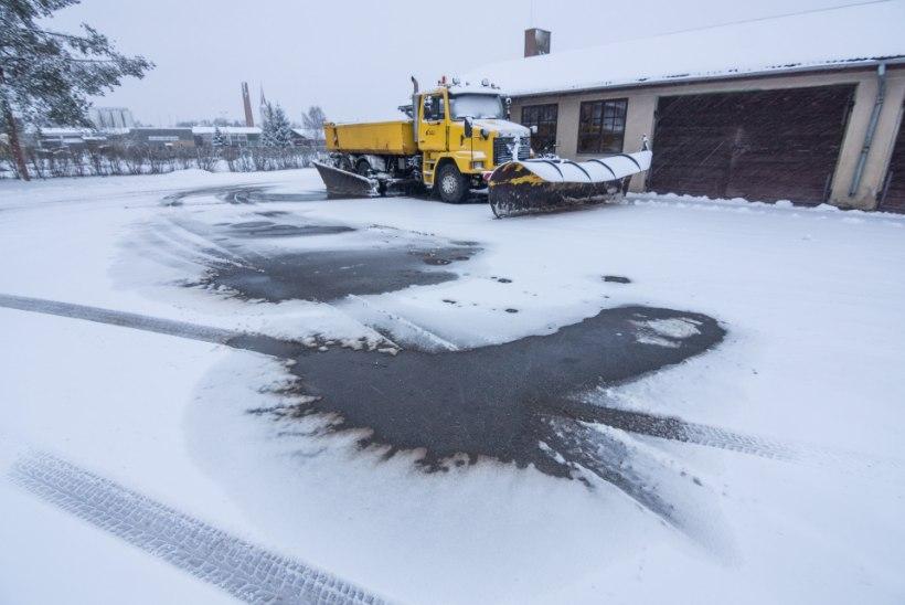 Teemeister: «Me ei saa, jopehõlmad lahti,  tee peal seista, et lumi maha ei sajaks!»