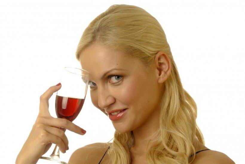 Kolm olulist põhjust, miks oma tervise nimel nädala lõpetuseks punast veini nautida