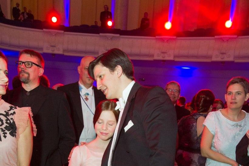 Evelin Ilves disainis oma tütrele presidendi vastuvõtuks kleidi