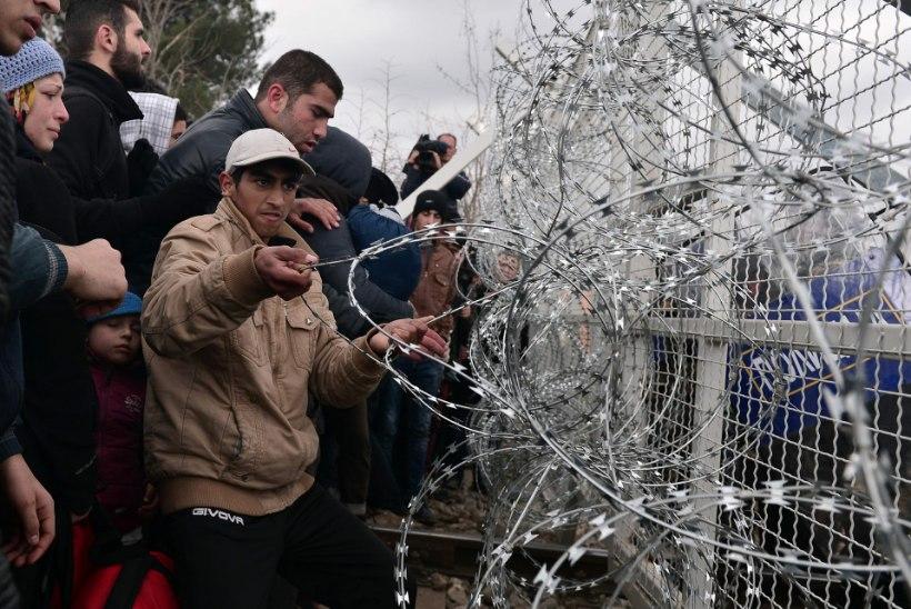 Politsei tõrjus põgenikke pisargaasiga