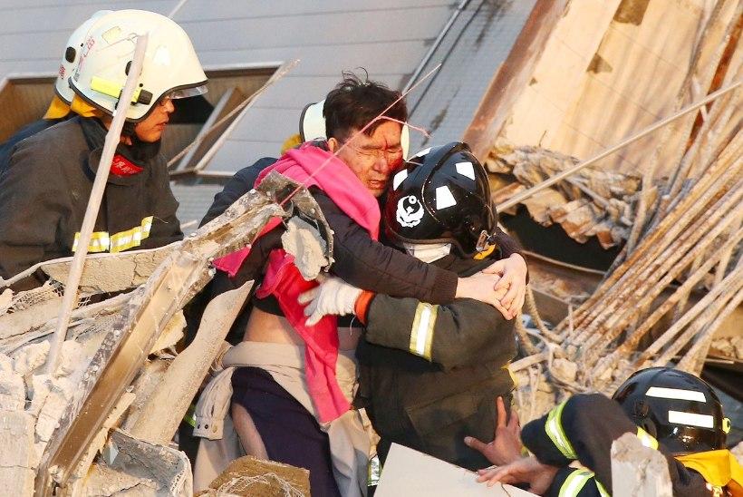 FOTOD | Taiwanis oli tugev maavärin, varemete alt päästetakse inimesi