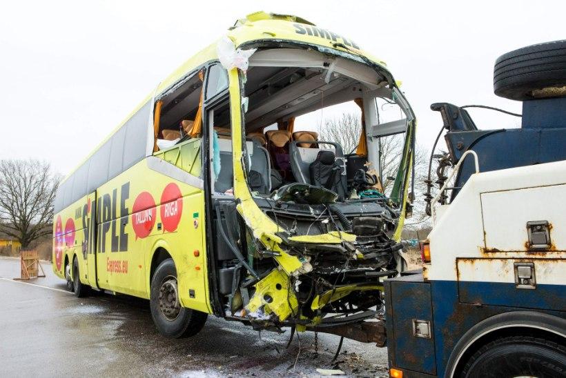 MIS TOIMUB EESTI TEEDEL? Samal maanteelõigul kümne päeva jooksul kaks ränka bussiõnnetust