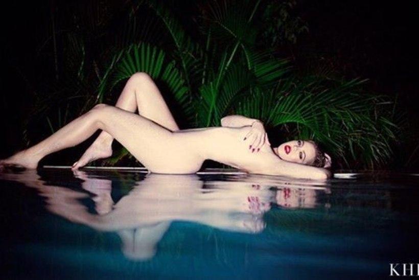 ÜLISEKSIKAD FOTOD   Khloe Kardashian poseeris palja büsti ja pepuga!