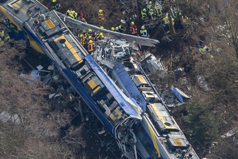 Must vastlapäev: rongide laupkokkupõrkes hukkus kümme inimest