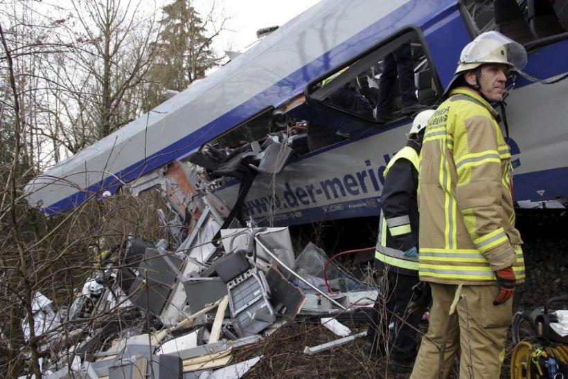 Baieri rongiõnnetus: politsei teatel on hukkunud üheksa inimest
