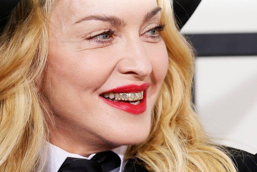 Madonna palkas eradetektiivi, et too jälgiks tema Inglismaal viibivat poega