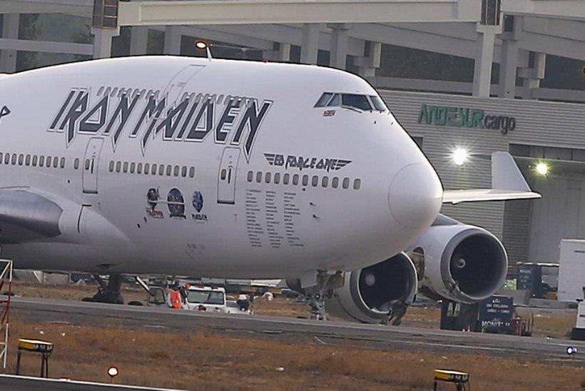 FOTOD | Iron Maideni tuurilennuk sai Tšiilis viga, kaks lennuvälja töötajat viidi haiglasse