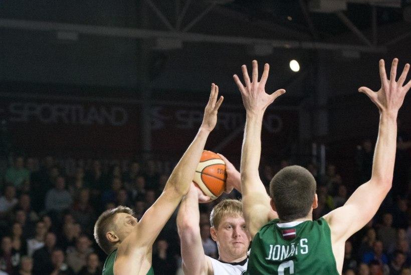 Tartu Ülikool/Rocki fännid: kuues mees väljakul!