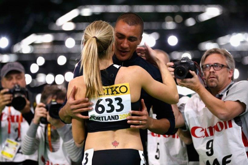 SÜDANTSOOJENDAV GALERII | Maailmarekordimees jättis hetkeks oma võistluse pooleli, joostes kallistama kuldmedali võitnud abikaasat