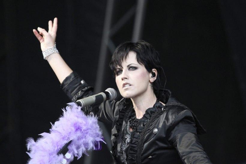 Politseinikku löönud lauljatar on bipolaarne!