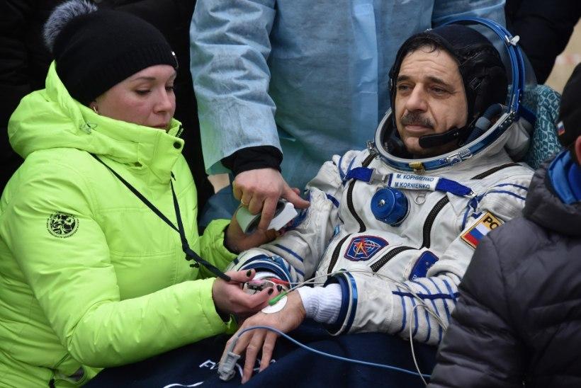 FOTOD | Astronaut Scott Kelly ja kosmonaudid Mihhail Kornijenko ning Sergei Volkov naasid õnnelikult Maale