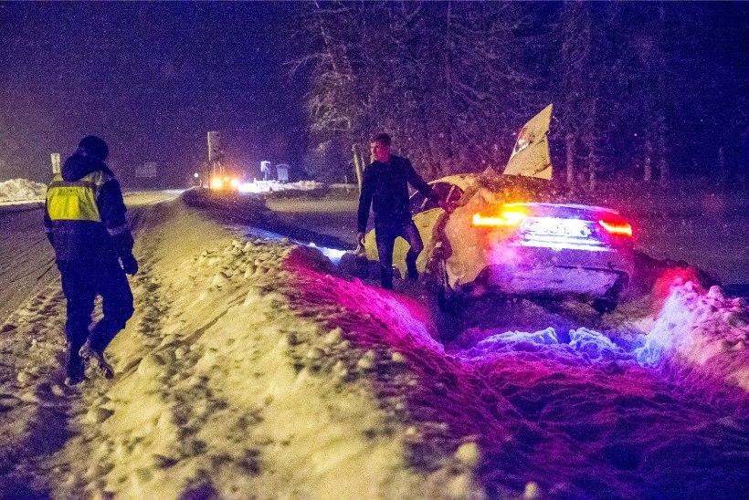 Politsei hoiatab autojuhte: teed on äärmiselt libedad!