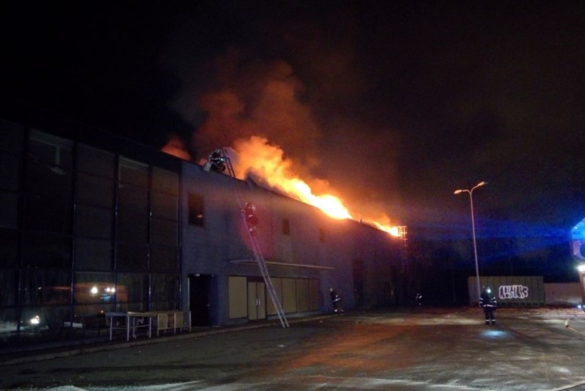 FOTOD | Tallinnas põles Maxima laohoone lahtise leegiga
