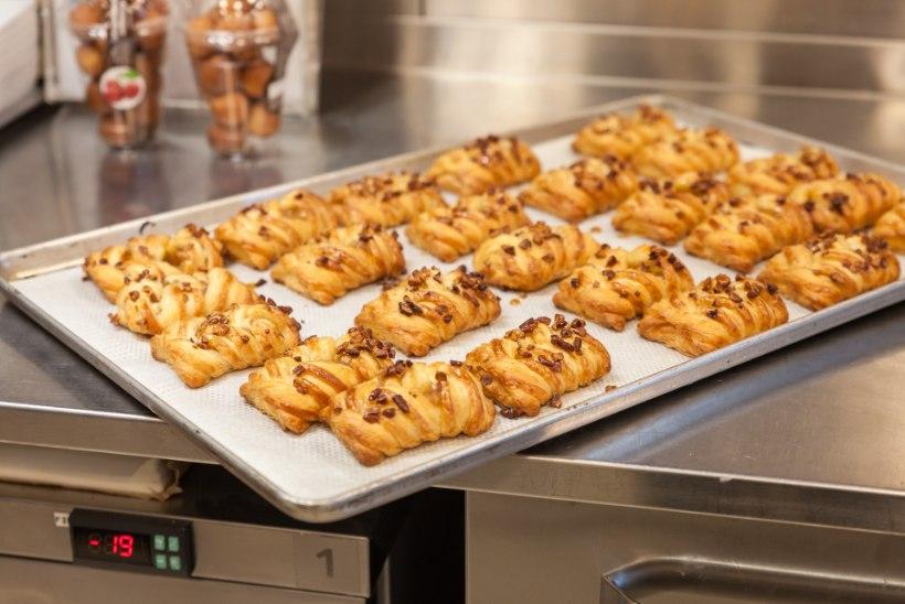 FOTOD | Kristel Aaslaid ja Mikk Mäe valmistasid hot doge ja burgereid