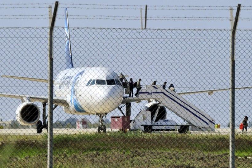 Armuvalus mees kaaperdas Egiptuse reisilennuki ja sundis selle maanduma Küprosel