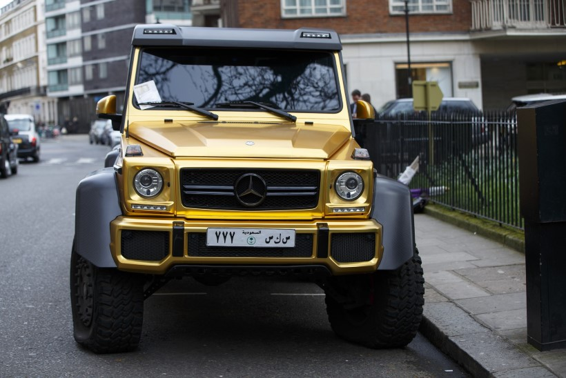 PILTUUDIS | Saudi  miljardäri kuldsed autod vapustavad londonlasi