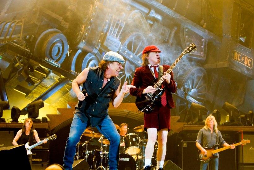 AC/DC laulja on kurdiks jäämas