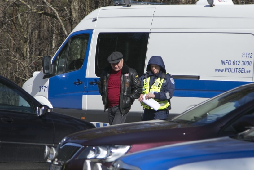 Politseireidi ajal kerge joobega vahele jäänud Andres Raid kippus teleoperaatoriga rüselema