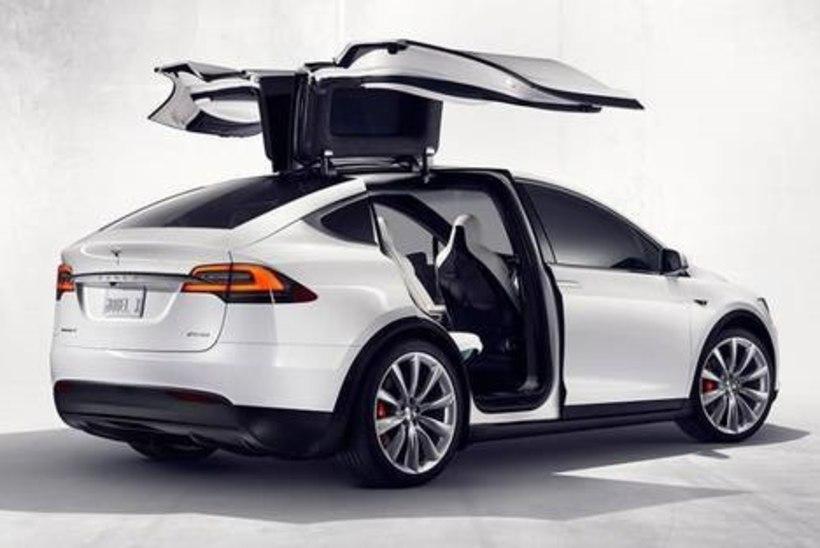 Tesla kutsub kolmanda istmerea vea tõttu kontrolli paar tuhat Model X-i