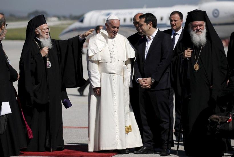 Paavst tahab Lesboselt Vatikani kaasa võtta 10 põgenikku