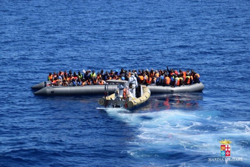 Vahemeres uppus sadu põgenikke