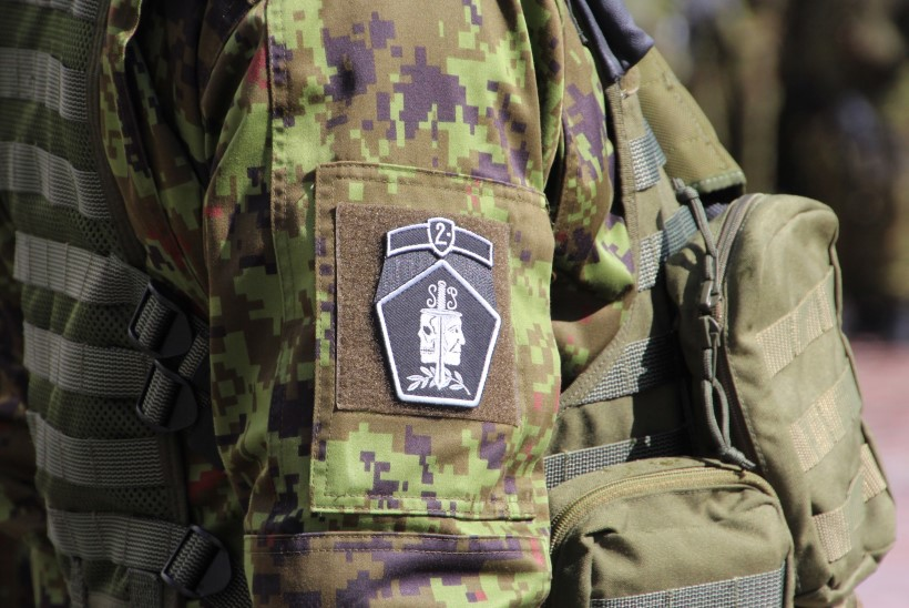 GALERII | Tartu linn annetas 2. jalaväebrigaadile lipu