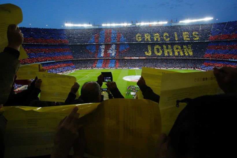 12 KAADRIT | Vägev, liigutav, ilus ja hõllanduslik mälestus Johan Cruyffile FC Barcelona kodustaadionil