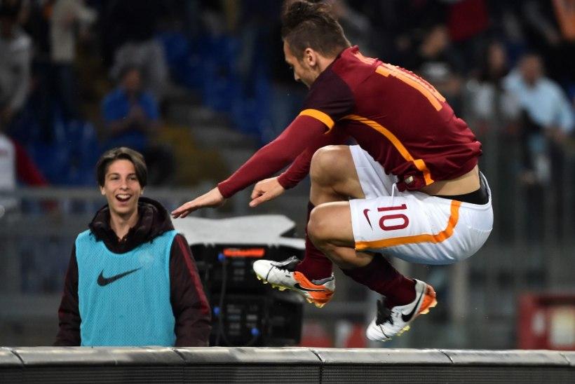 VIDEO | 39aastane Francesco Totti uskumatu õhtu - tuli, nägi ja võitis!