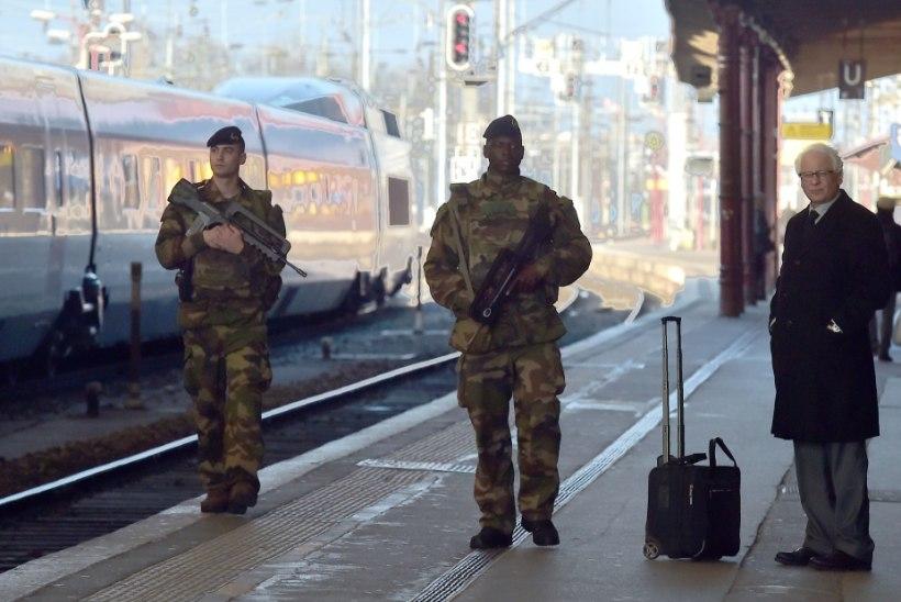 Araabiakeelsed ründavad Prantsusmaal sõdureid ja politseinikke