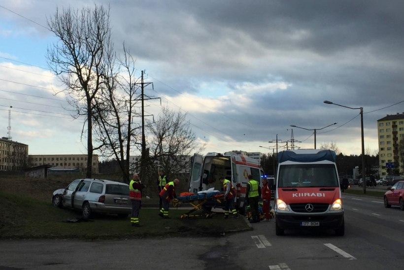Bussilt löögi saanud ja hiljem kiirabiautos avariisse sattunud mees suri haiglas