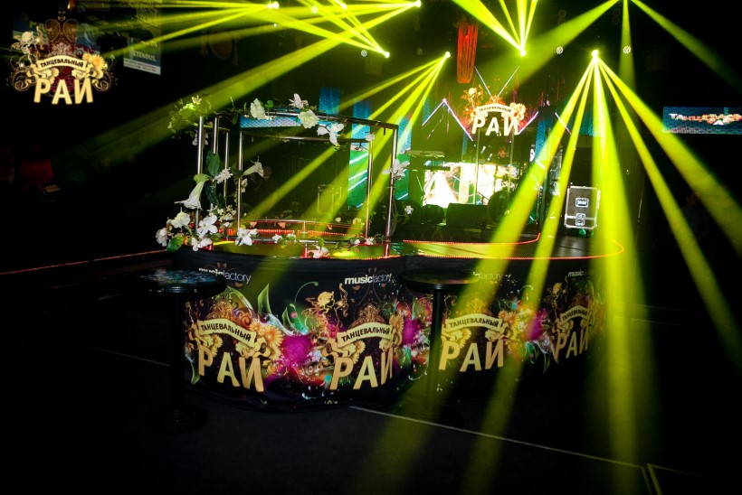 GALERII | TANTSUPARADIISI MÖLL: Venemaa populaarne lauljatar MakSim andis enneolematu kontserdi
