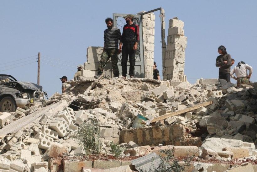 Süüria mässulised vallutasid Islamiriigilt strateegiliselt tähtsa linna