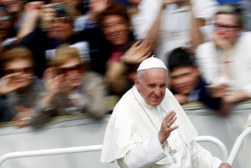 Paavst Franciscus: olge homode ja lahutanud kristlaste suhtes leplikumad