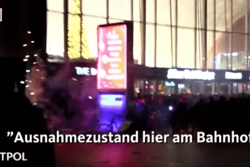VAATA! Kölni politsei avalikustas video aastavahetuse sündmustest