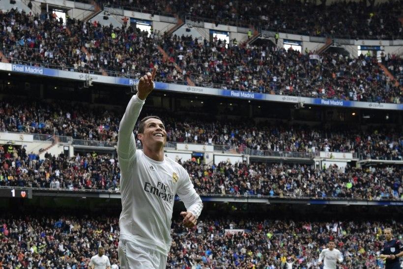 Forbes avaldas jalgpallurite sissetulekud - Ronaldo ja Messi suplevad kümnetes miljonites!