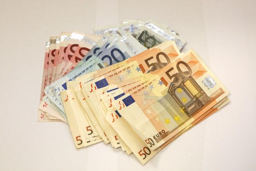 Juubilar sai kingituseks 5000 euro suuruse annetuse Lastefondile