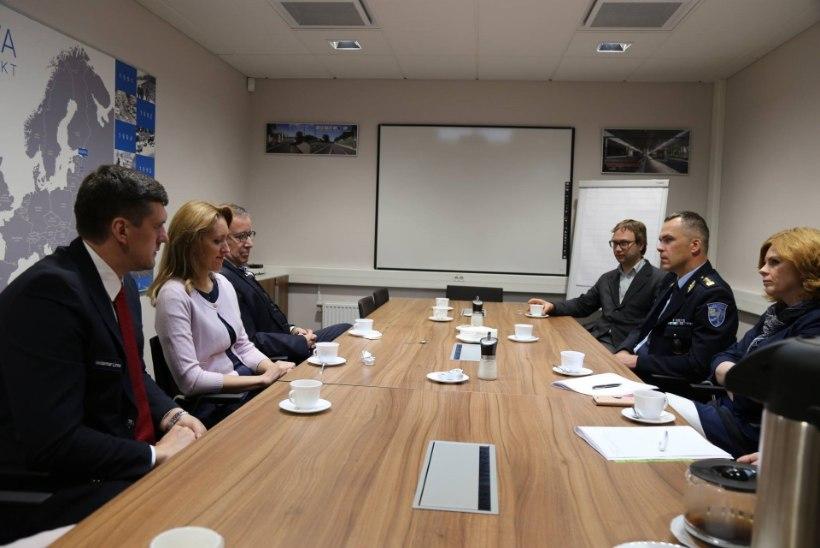 GALERII | President Ilves Narvas: piirivalvurid hoiavad kogu Eesti turvatunnet