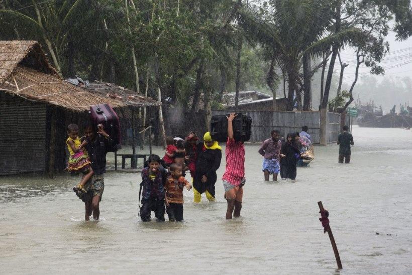 Pool miljonit inimest põgeneb Bangladeshis keeristormi eest