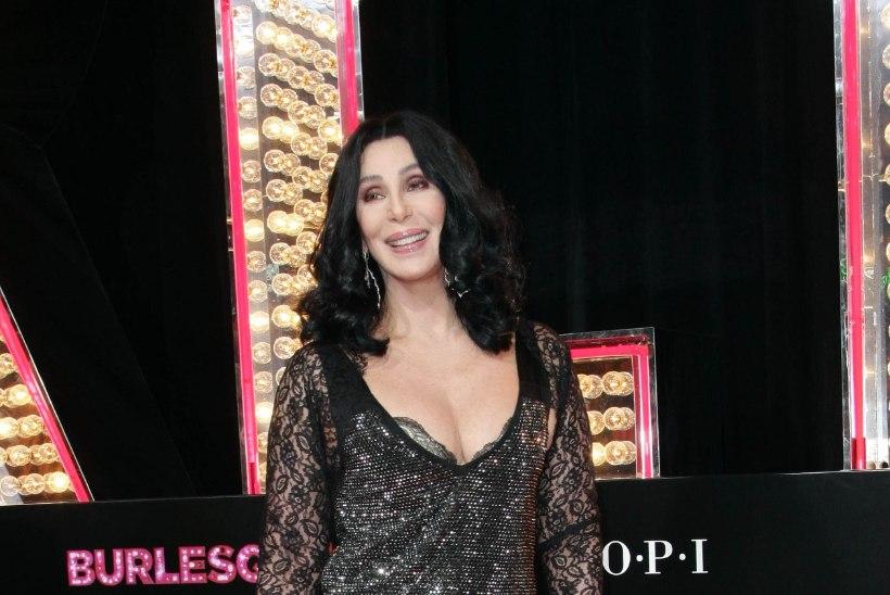 """Cher: """"Ma olin üksainus suur nina!"""""""