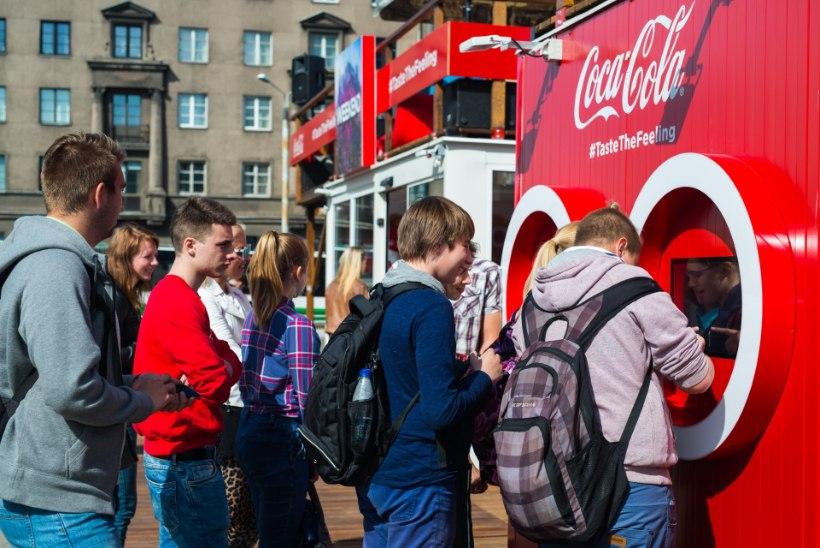 GALERII | Karolin Kuusik näitas, kuidas kanda Coca-Cola moodi